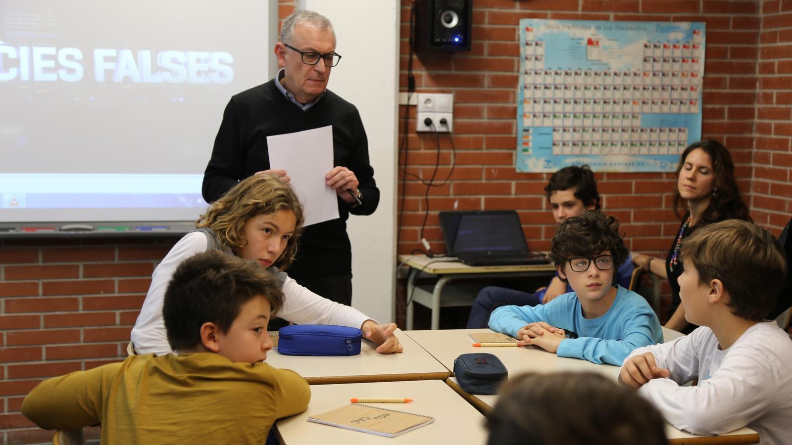Una classe pràctica amb recursos de l'EduCAC a l'escola Solc de Barcelona, un dels centres que van dur a terme la prova pilot
