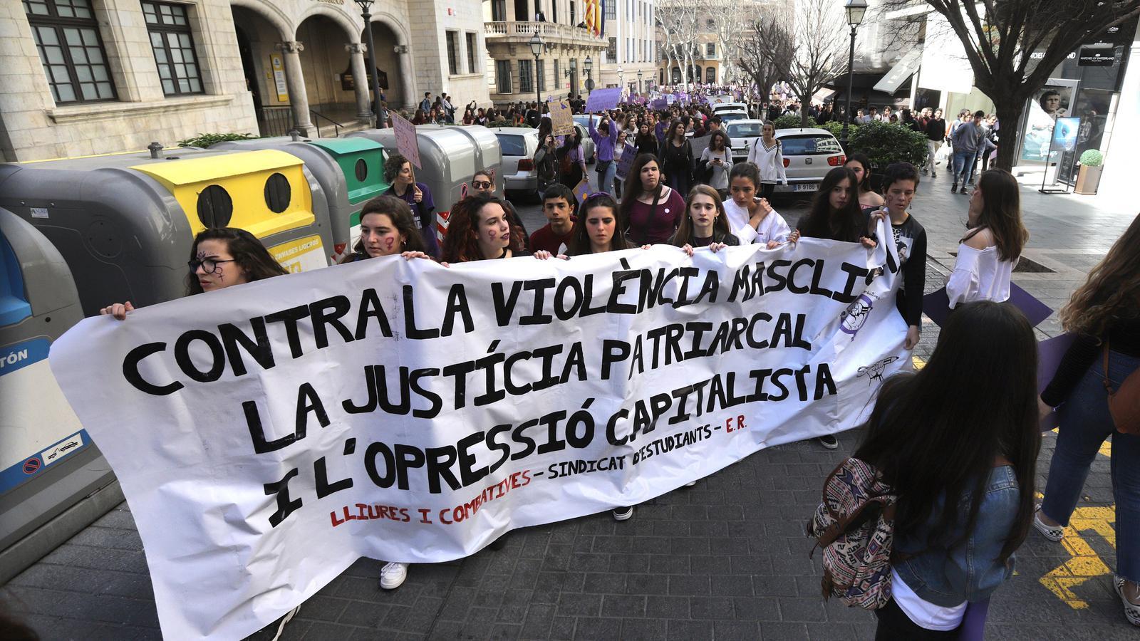 Imatges de la manifestació estudiantil del 8-M