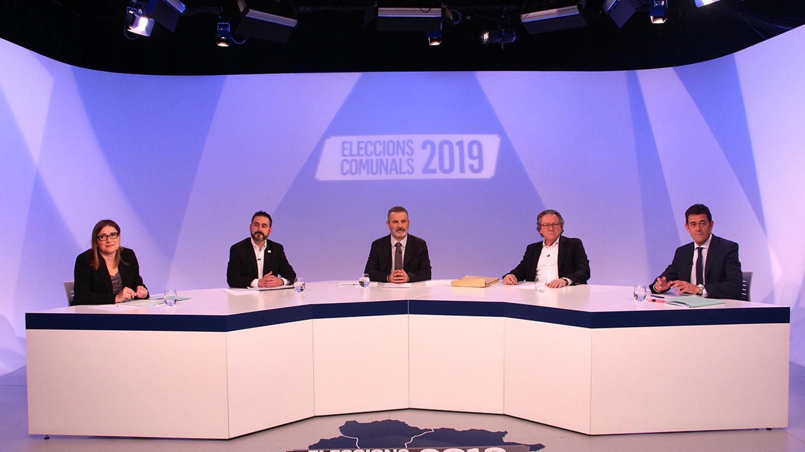 Sandra Tudó, Jordi Balsa, Enric Dolsa i Josep Àngel Mortés, moments abans de l'inici del debat. / M. F: