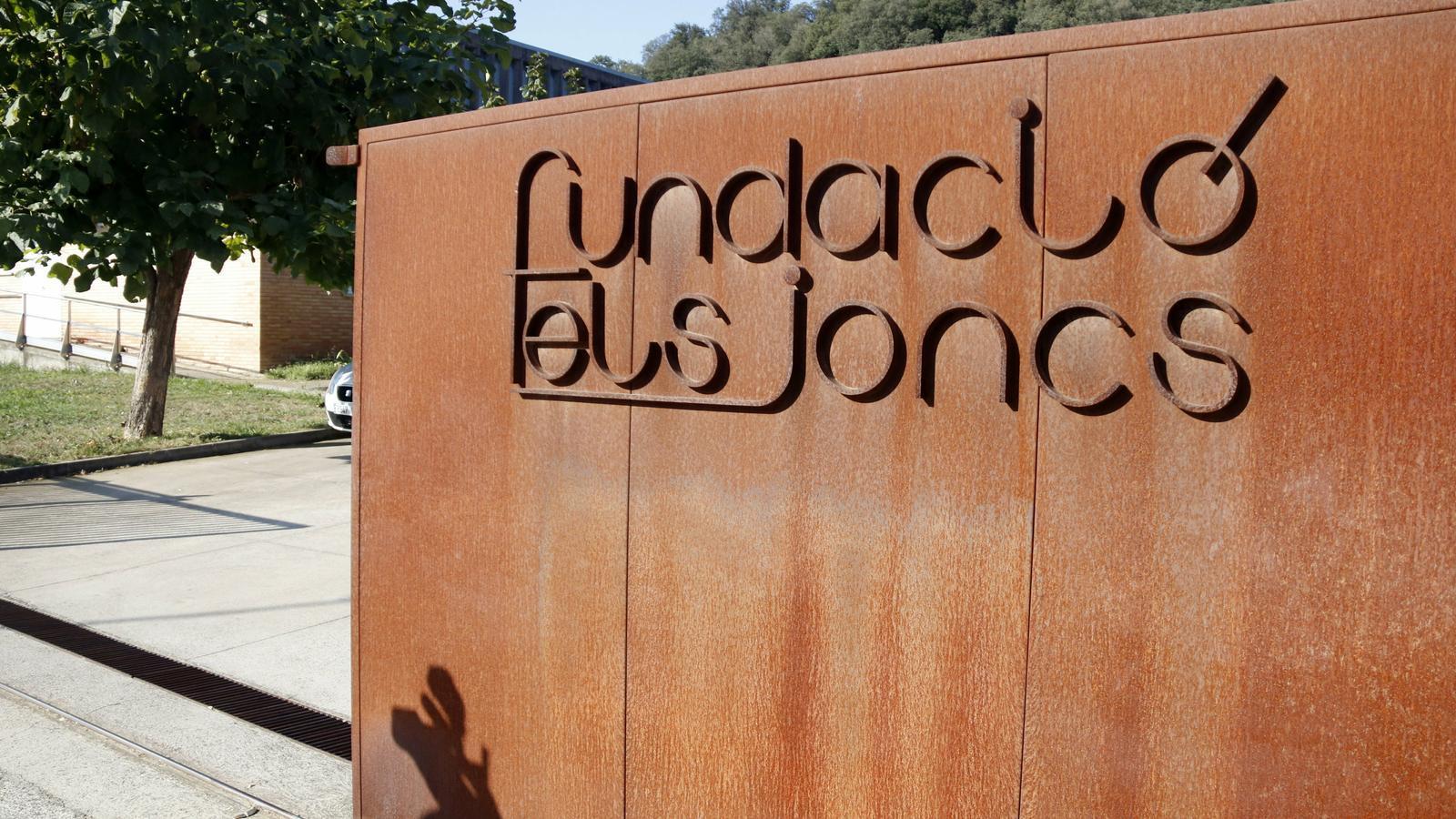 La porta d'entrada amb el nom de la Fundació Els Jocs de Sarrià de Ter (Gironès) on treballava el monitor investigat