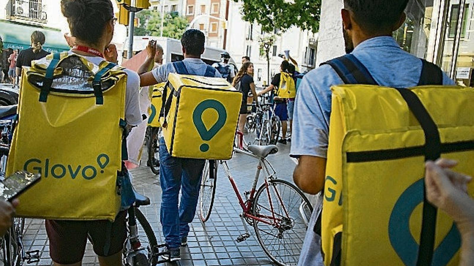 Glovo i Deliveroo demanen al govern espanyol una legislació amb flexibilitat per als seus 'riders'
