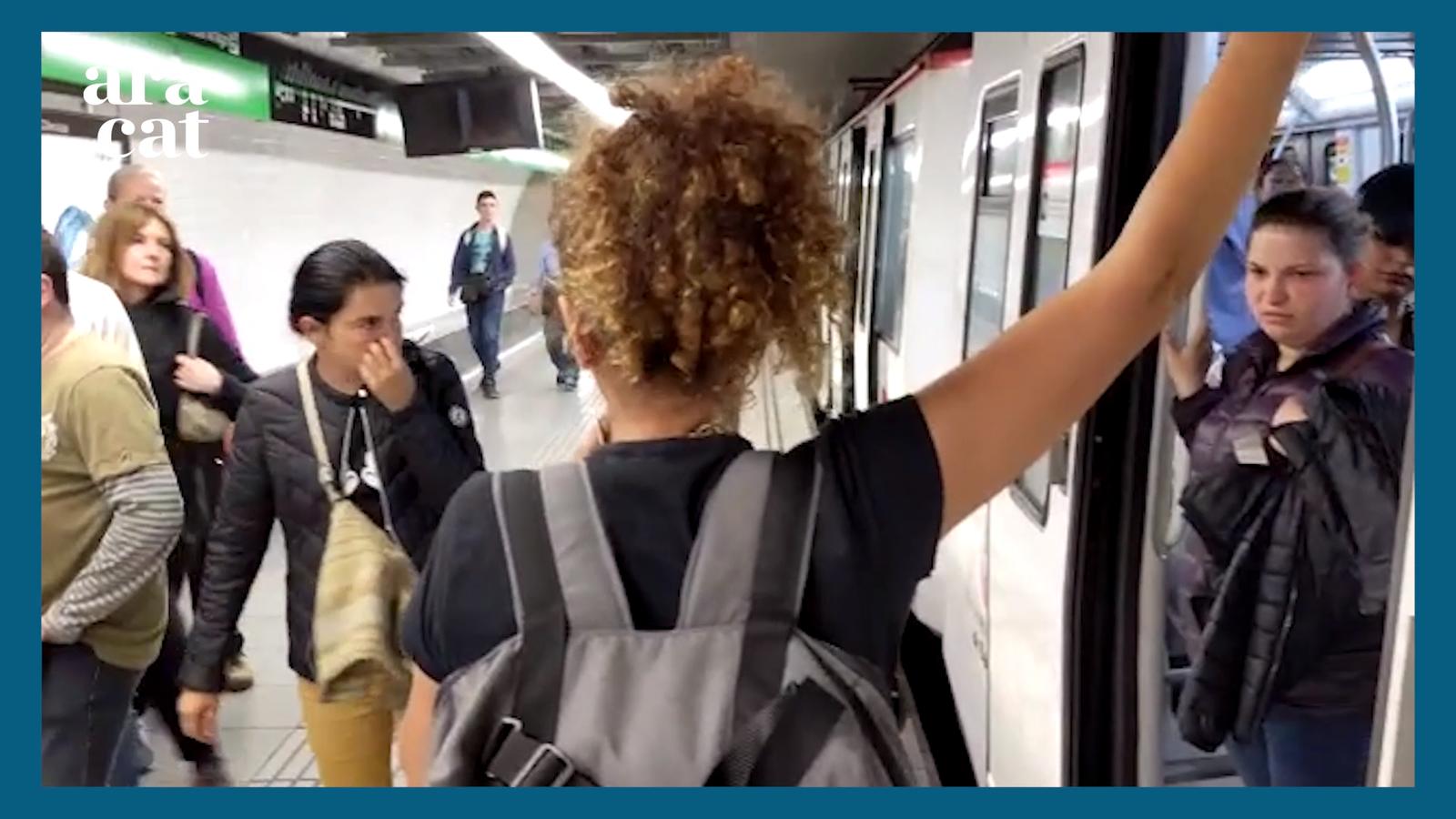 S'organitzen per expulsar els carteristes del metro de Barcelona