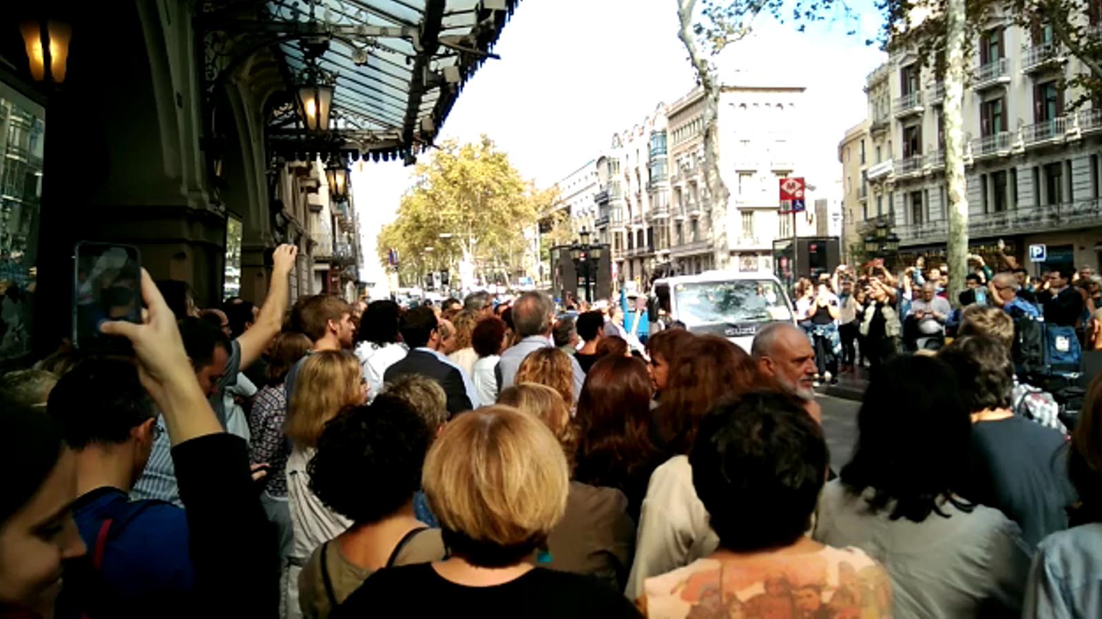 'Va pensiero'. Així han protestat el Cor del Liceu contra la repressió policial