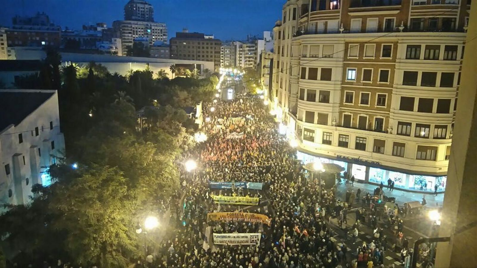 """Inici de la manifestació per reclamar un finançament """"just"""" per al País Valencià."""