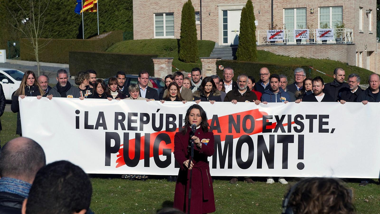 """Arrimadas davant la porta oberta de la Casa de la República: """"Jo no parlo amb fugats"""""""