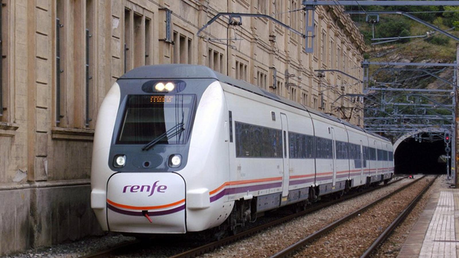 UN dels trens que enllacen Barcelona amb Figueres