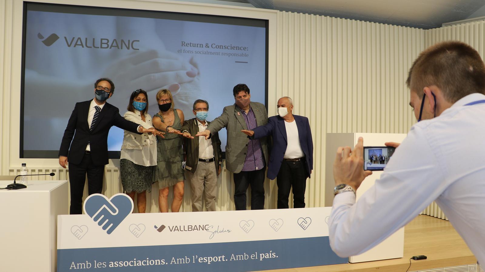 Foto de grup dels beneficiats per la iniciativa R&C de Vall Banc