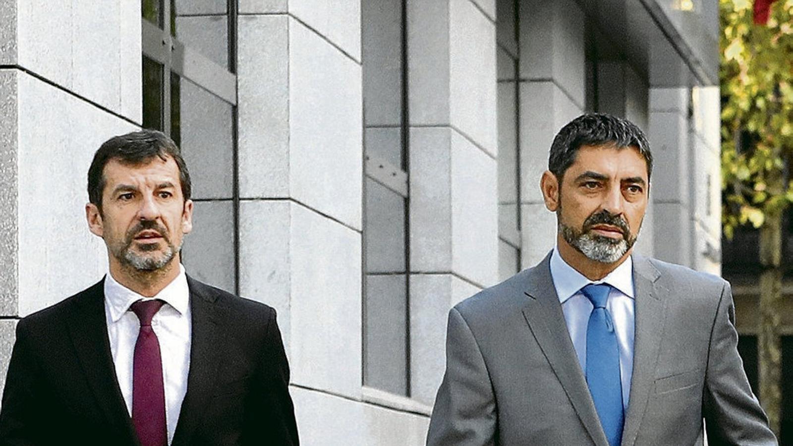 Ferran López, a l'esquerra, i Josep Lluís Trapero a Madrid el dia de la segona declaració del major a l'Audiència Nacional pels fets del 20-S.