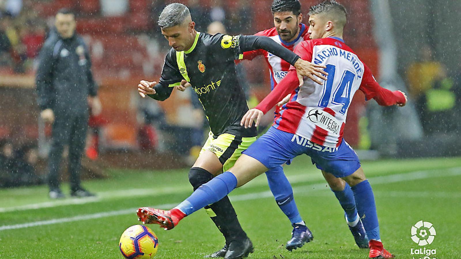 L'Sporting de Gijón va guanyar per la mínima, però va acabar demanant l'hora contra un Mallorca inoperant.