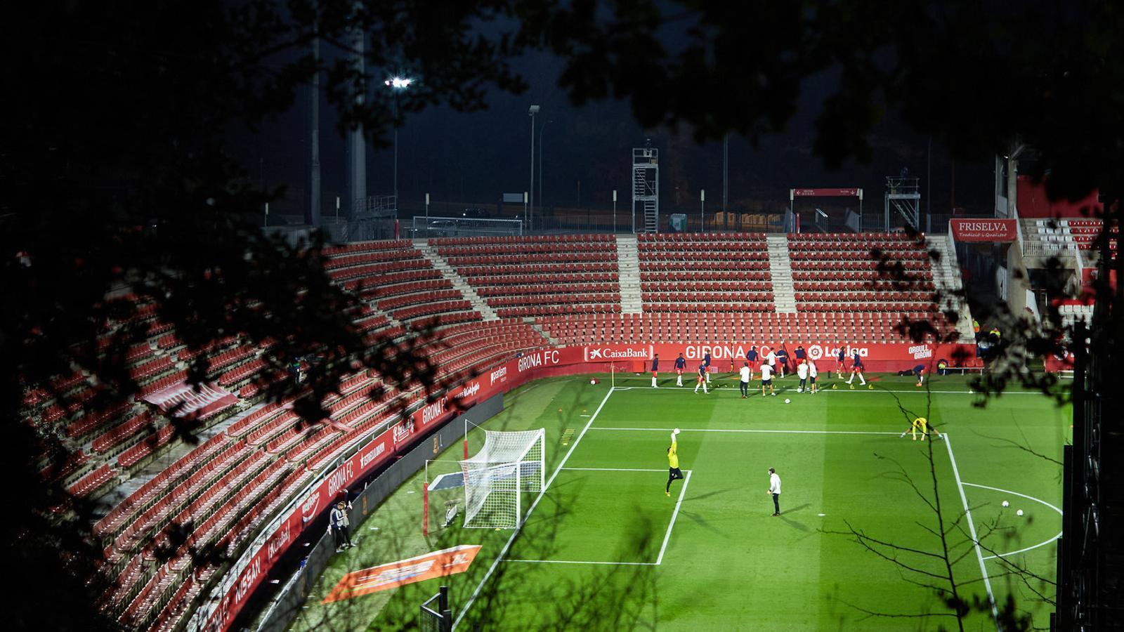 És molt difícil motivar els jugadors amb les grades buides  a l'estadi de Montilivi