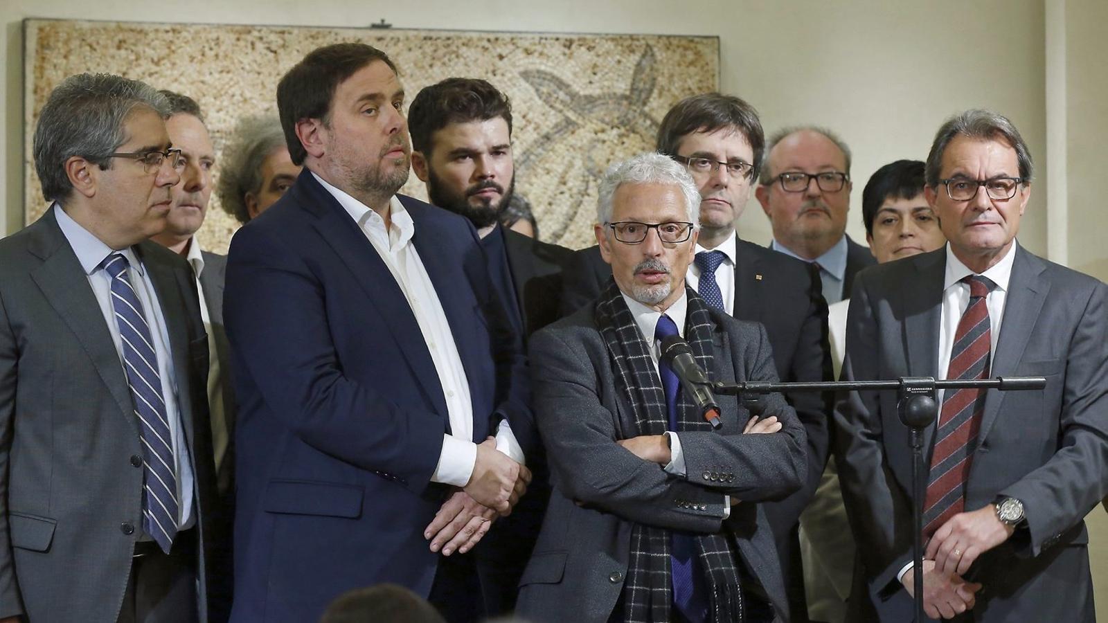 Santi Vidal, al costat de Carles Puigdemont, Oriol Junqueras i Artur Mas, el 22 de novembre  a Madrid.