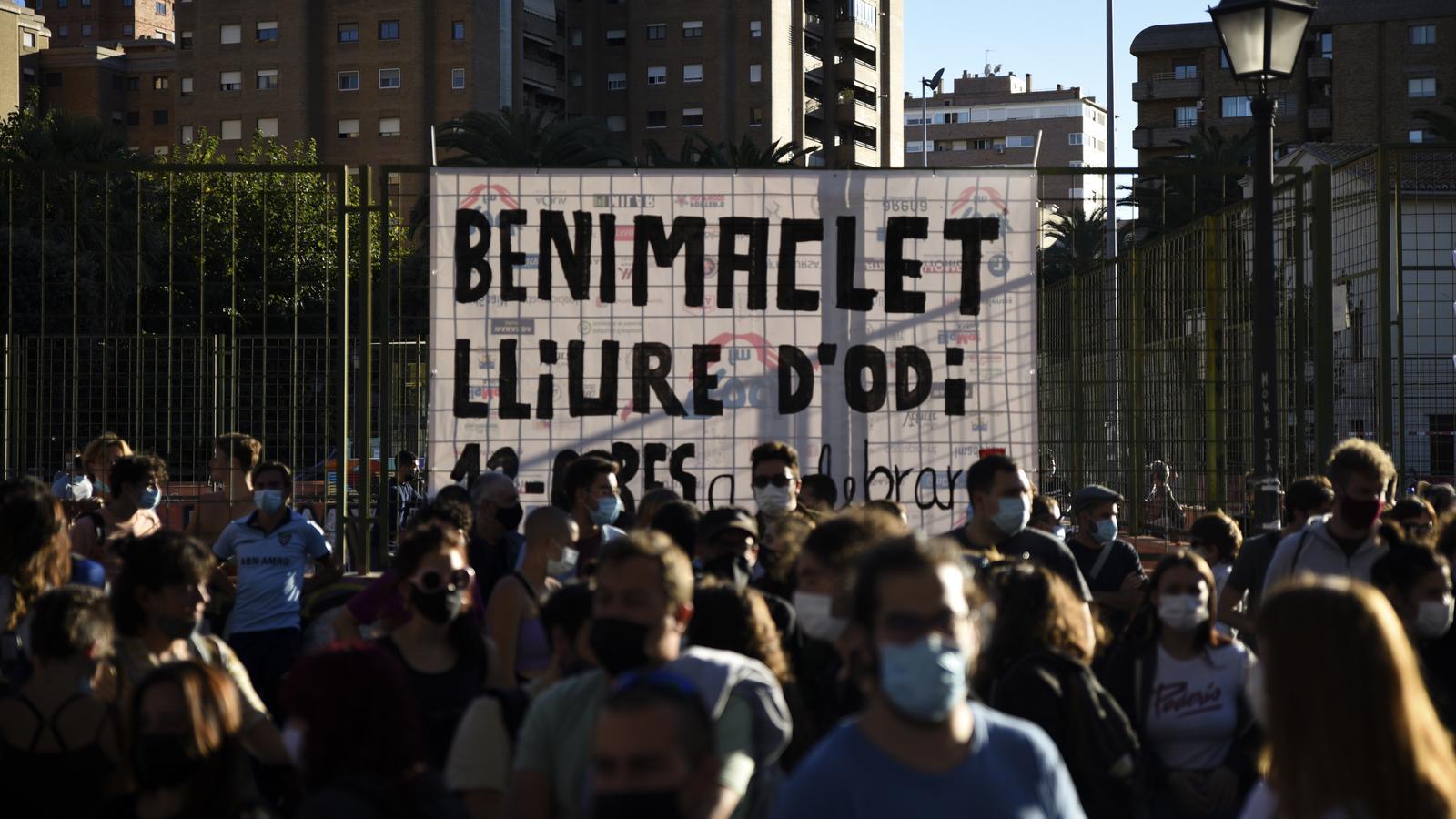 Alguns dels ciutadans que van participar en la mobilització veïnal contra una marxa de l'extrema dreta al barri de Benimaclet de València