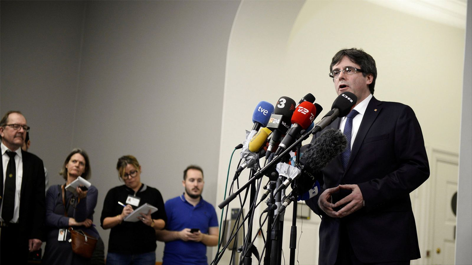 Roda de premsa de Puigdemont des del parlament danès
