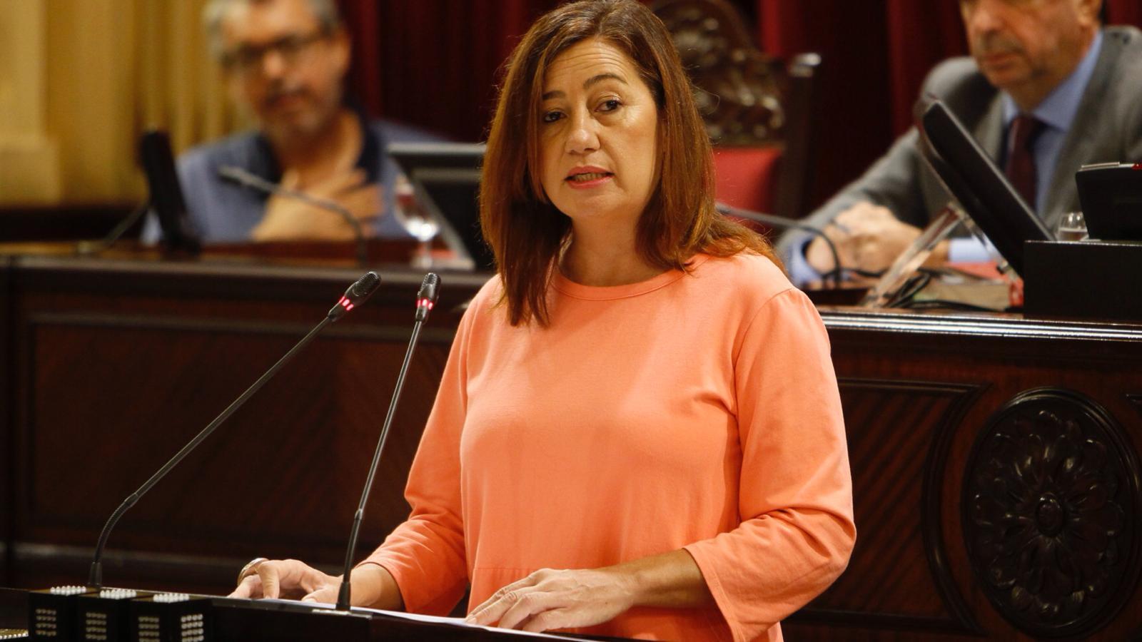 Francina Armengol durant el seu discurs al ple del Parlament.