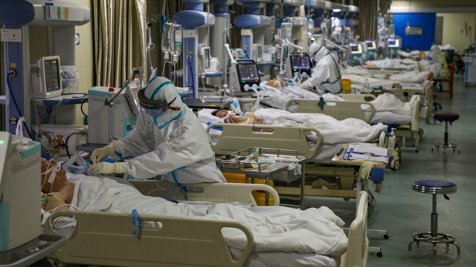 """Metges i infermeres de Wuhan, en la primera línia de l'epidèmia: """"Estem esgotats i no tenim prou mascaretes"""""""