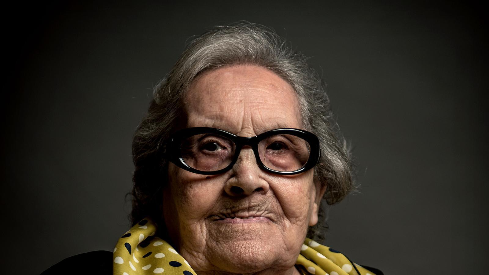 Mor Neus Català, la veu guerrera de l'infern nazi