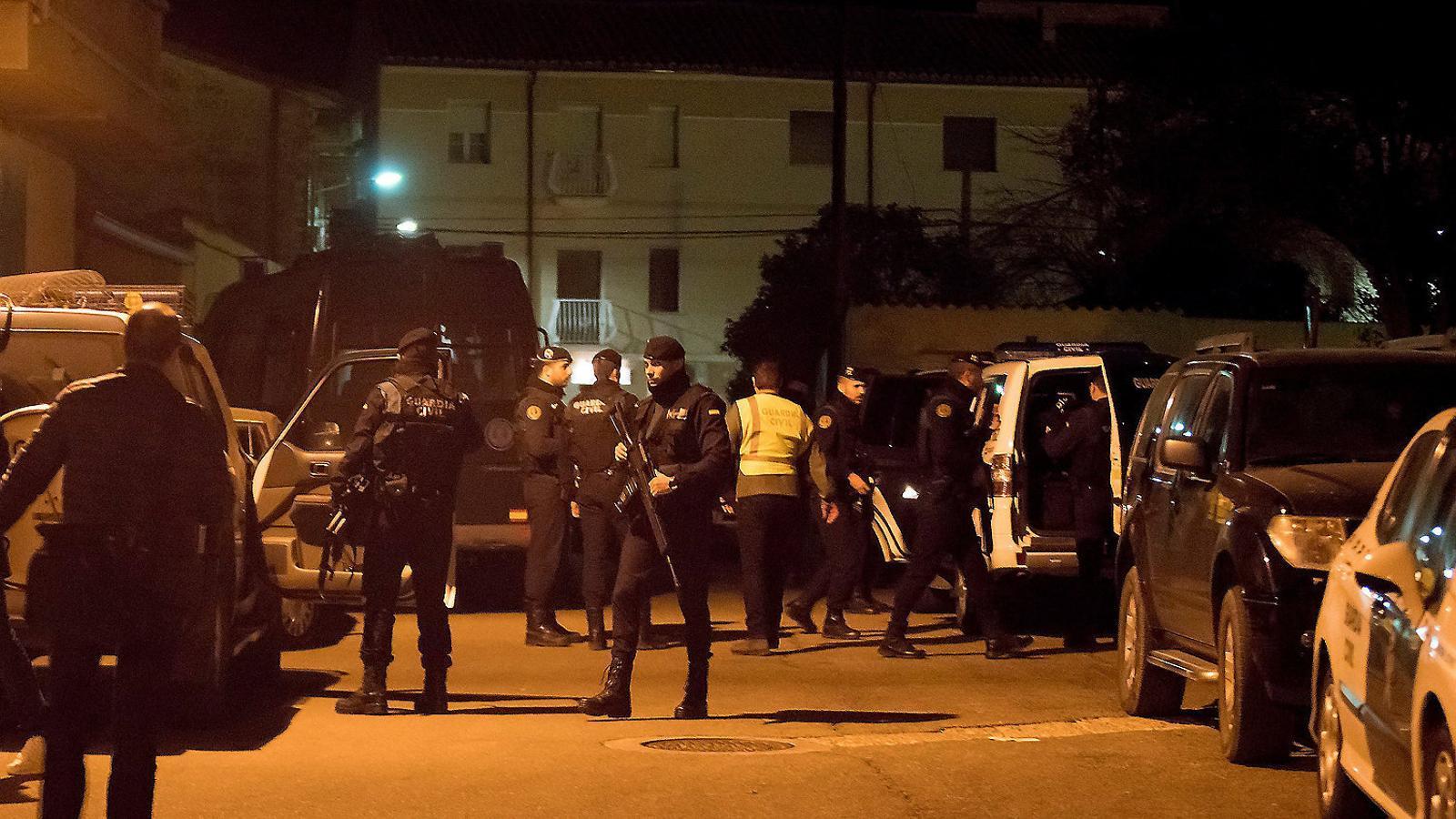 L'operatiu que va muntar la Guàrdia Civil dijous per trobar l'autor del tiroteig a Terol, on van morir tres persones.