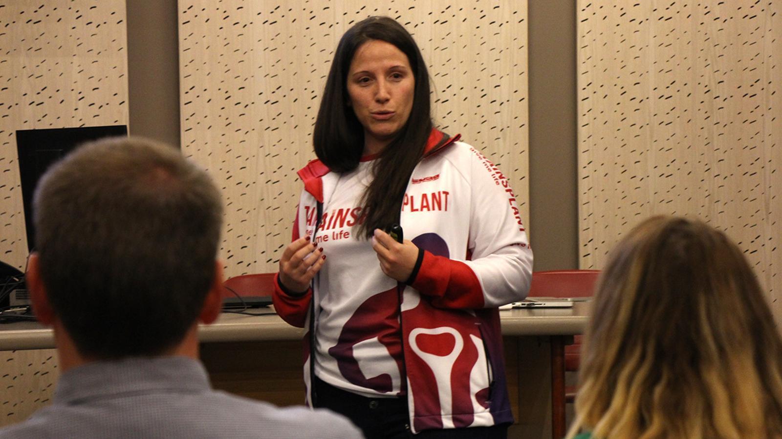 La directora de Traïnsplant, Sonsoles Hernández, durant la xerrada. / M. M.