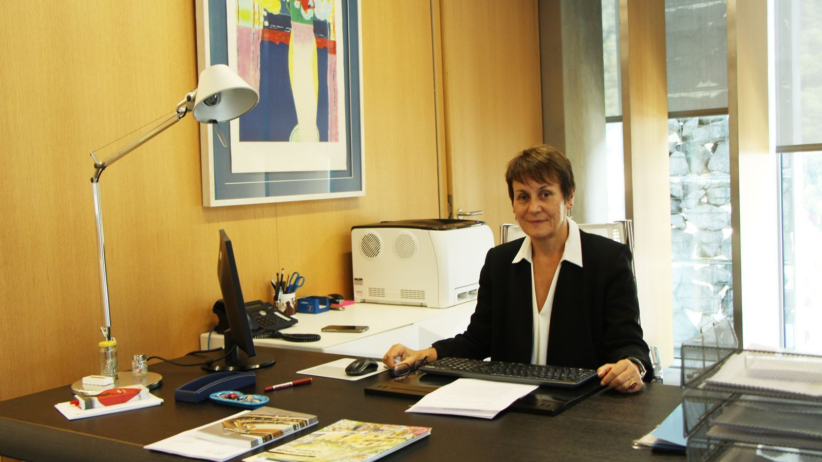 La Síndica General, Roser Suñé, en el seu despatx en el Consell General. / C. A.