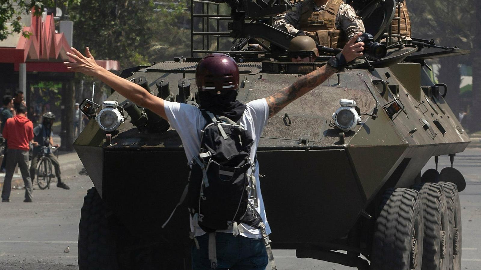 Xile es militaritza davant les protestes per la pujada del preu del transport