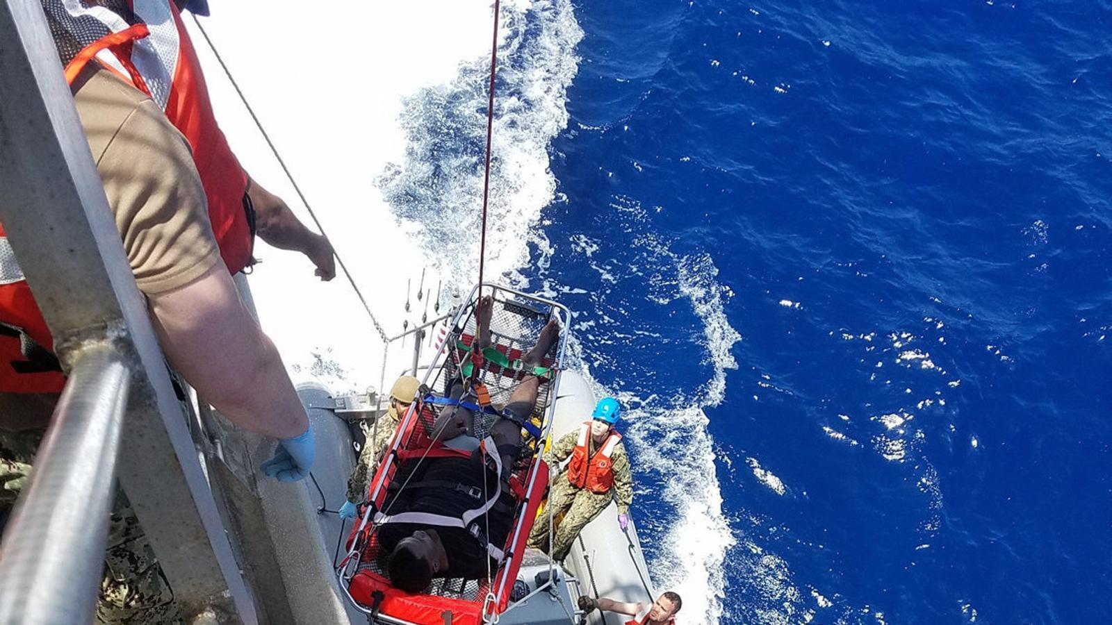 La tripulació del Trenton, un vaixell de la marina nord-americana, va rescatar 41 migrants que es va trobar durant unes maniobres que feia al Mediterrani.