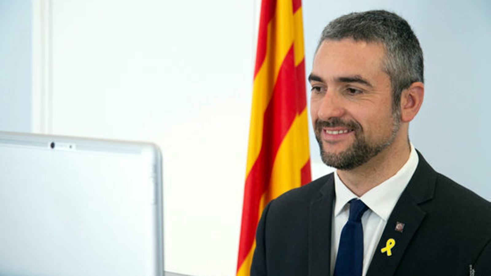 Una imatge del conseller d'Acció Exterior, Bernat Solé, davant de l'ordinador, cedida pel Govern