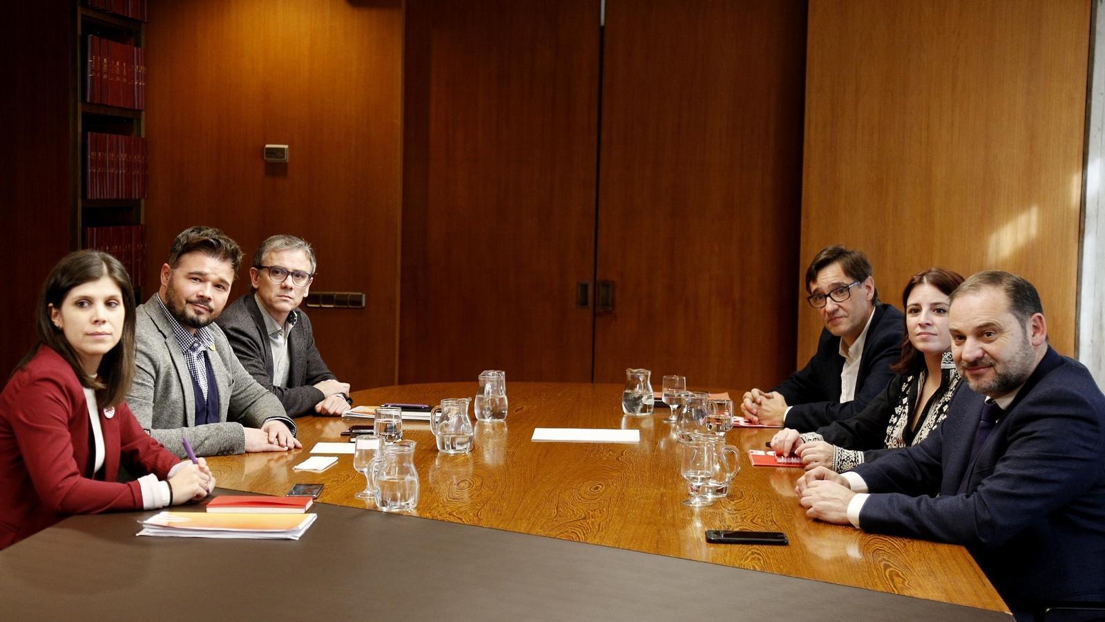 La reunió dels equips negociadors d'ERC i el PSOE, aquest migdia a Barcelona