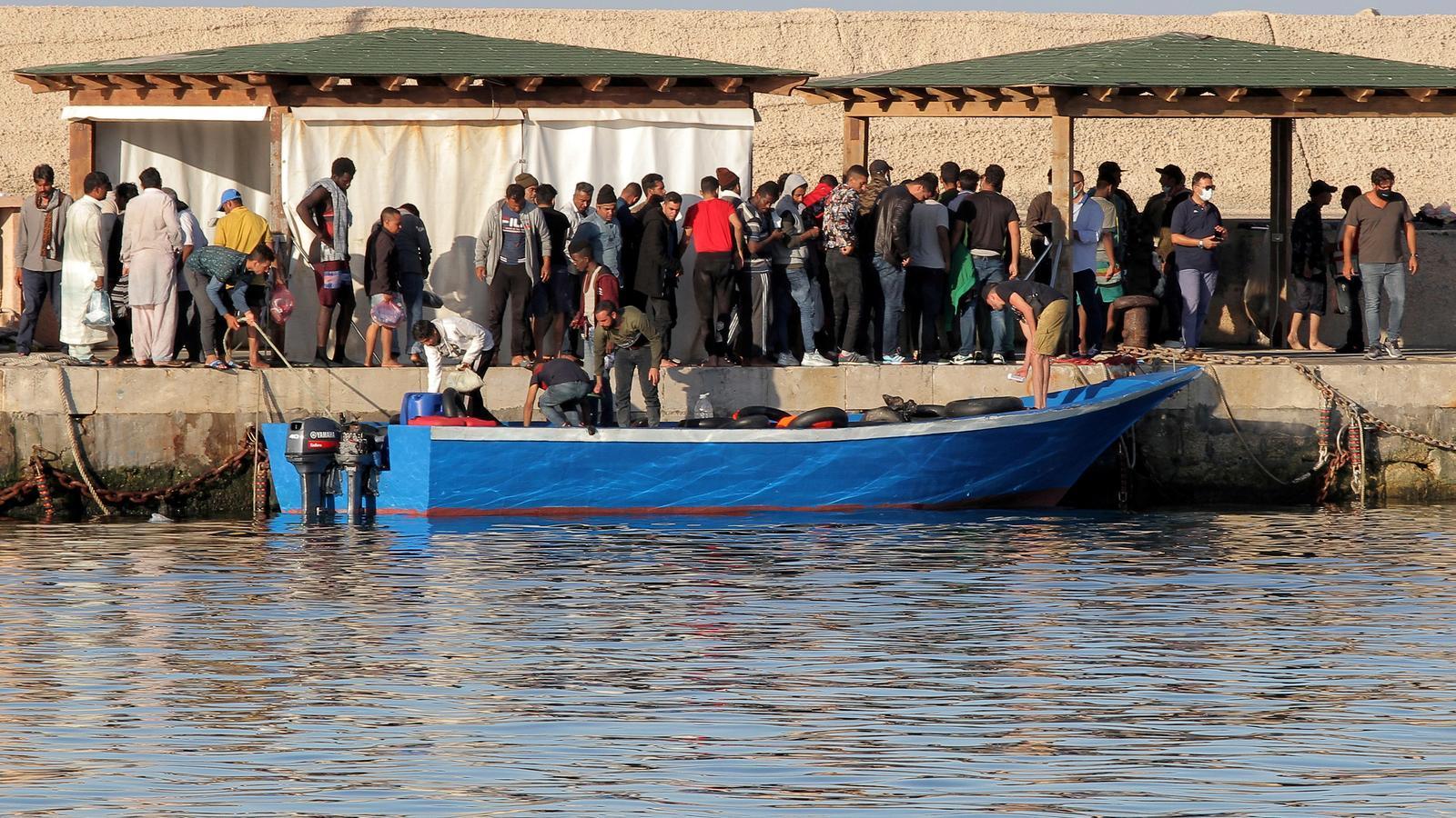 Una pastera poc després d'arribar a l'illa italiana de Lampedusa.