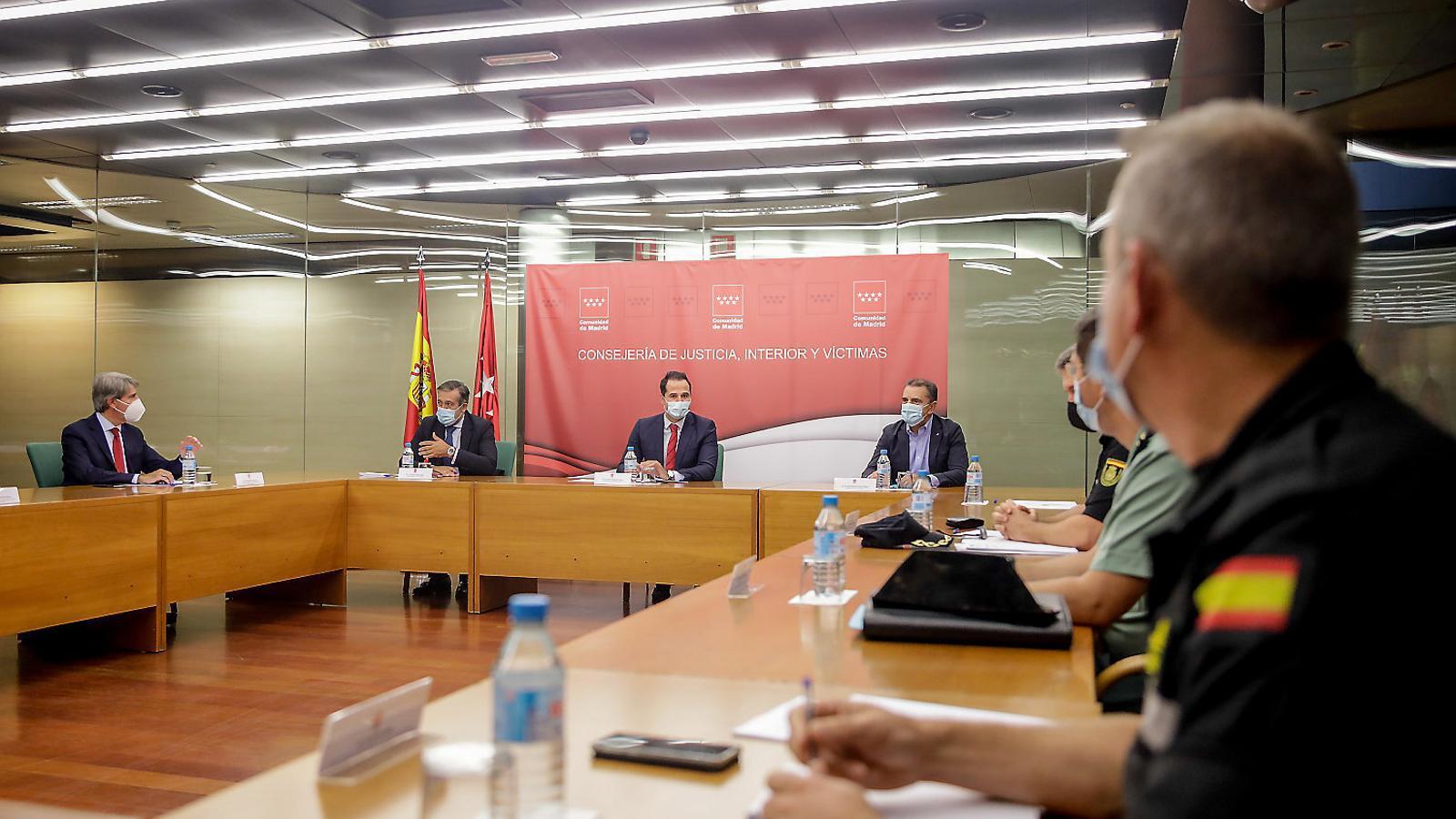 """Madrid demana la intervenció """"urgent"""" de l'exèrcit i més policia"""