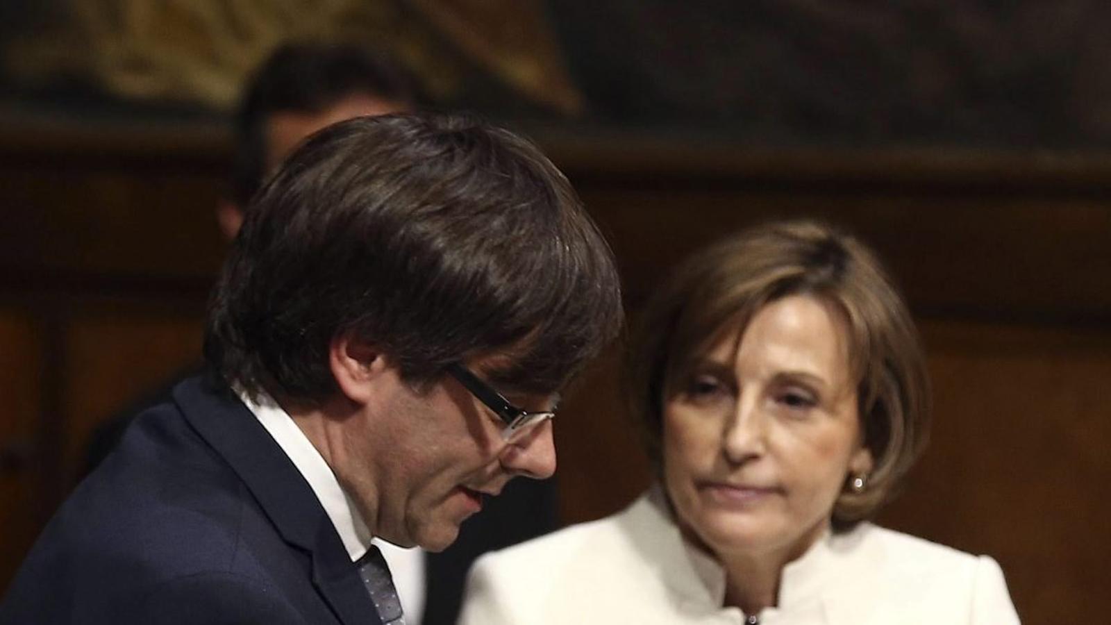 [GENCAT] Actes Oficials del Govern de Catalunya Del-Generalitat-Constitucio-Puigdemont-que_1504059645_209023_651x366