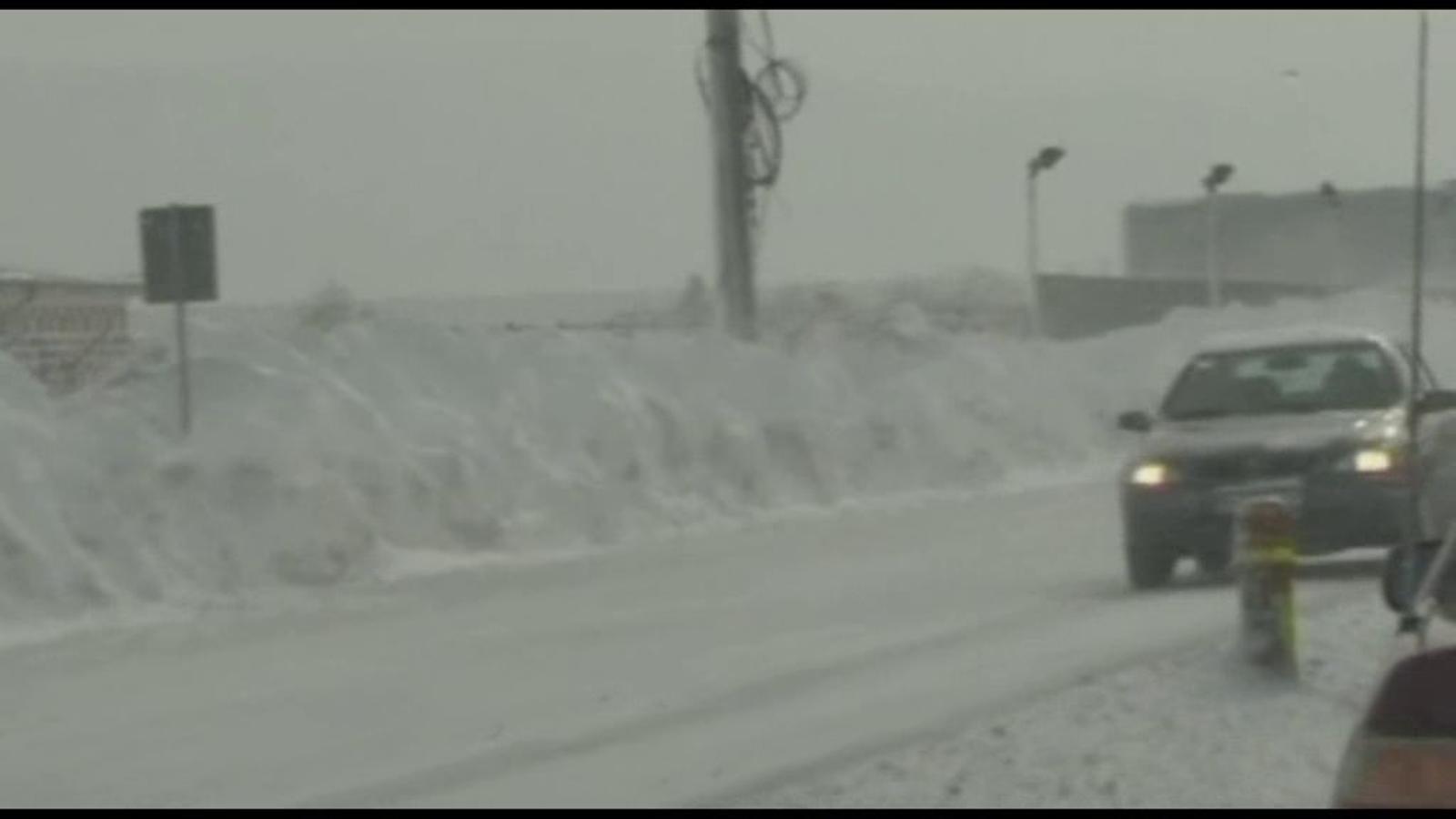Les nevades i el fort vent bloquegen Romania
