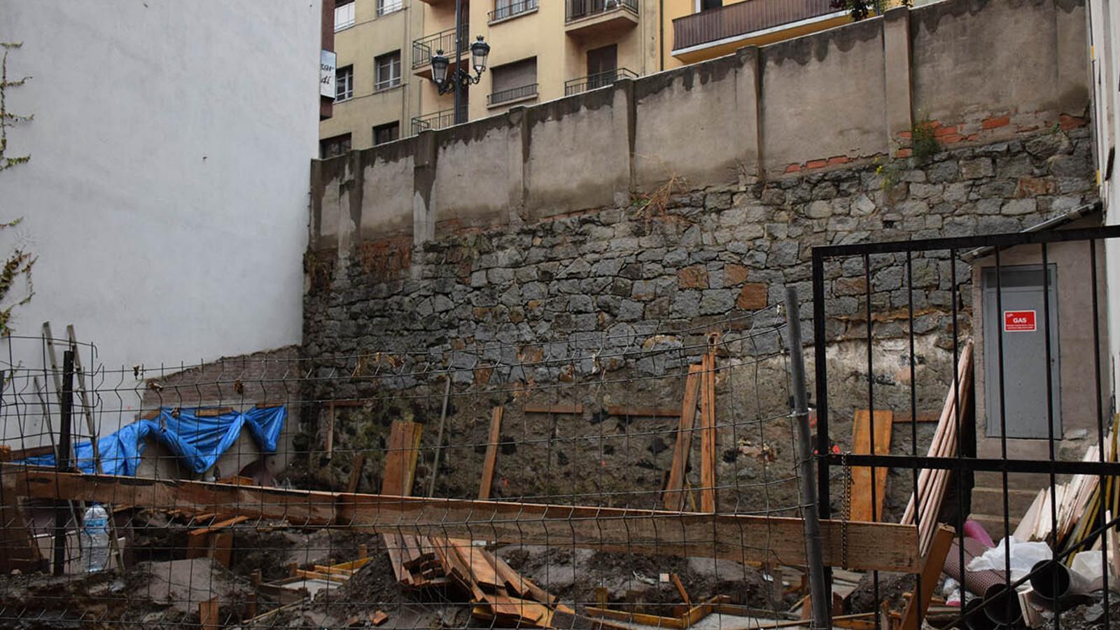 Les obres que s'estan fent per a un nou espai públic a l'avinguda Príncep Benlloch. / M. F. (ANA)