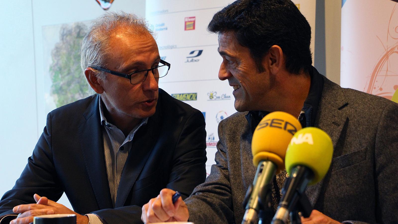 El ministre de Turisme, Francesc Camp, i el cònsol major d'Ordino, Josep Àngel Mortés, durant la roda de premsa de presentació de balanç de l'Andorra Ultra Trail Vallnord 2018. / M. M. (ANA)