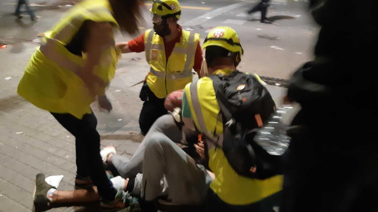 La jornada acumula 62 ferits, dos d'ells amb contusions oculars