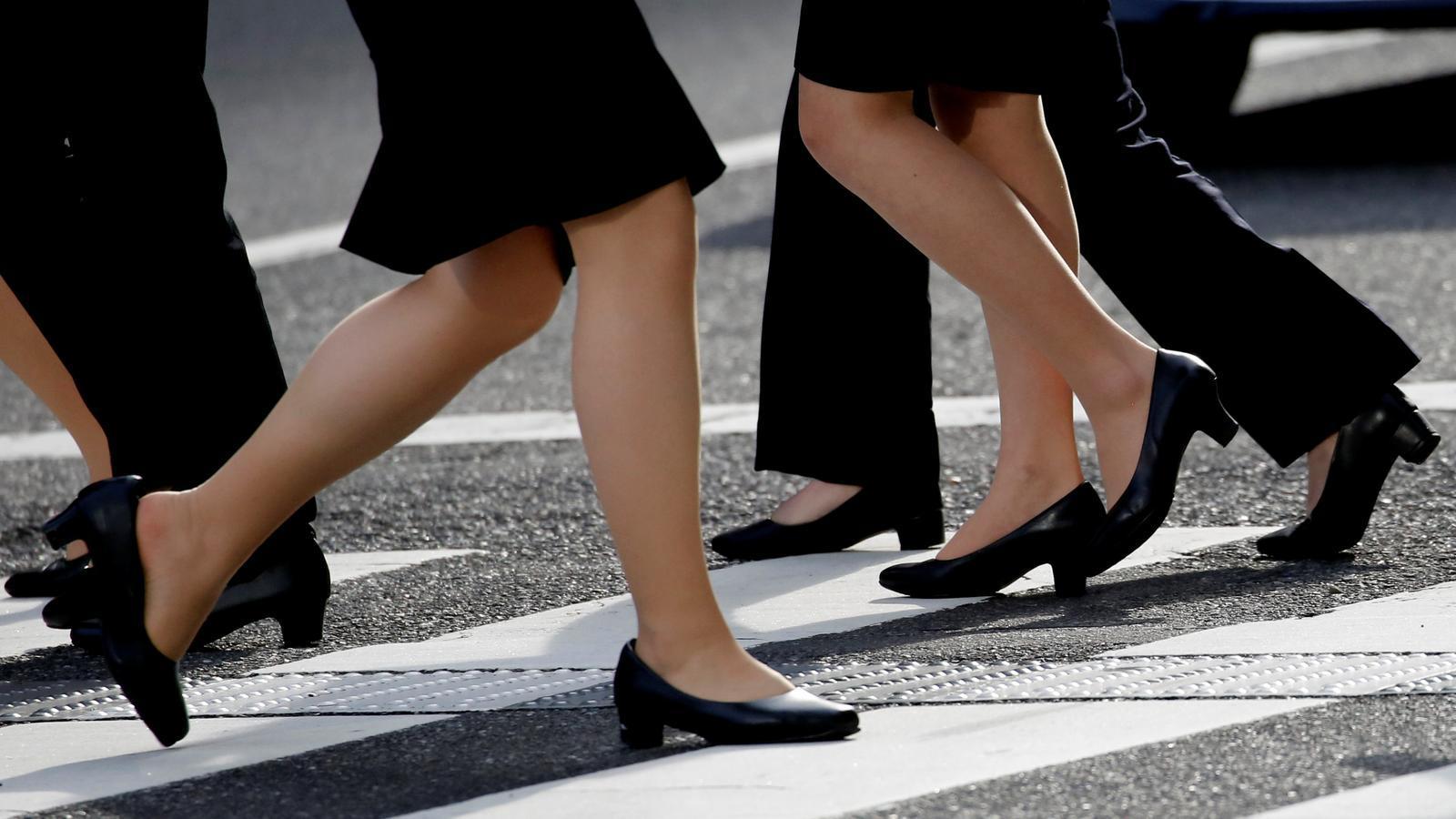 Les japoneses fan  un #MeToo contra l'obligació dels talons alts a la feina
