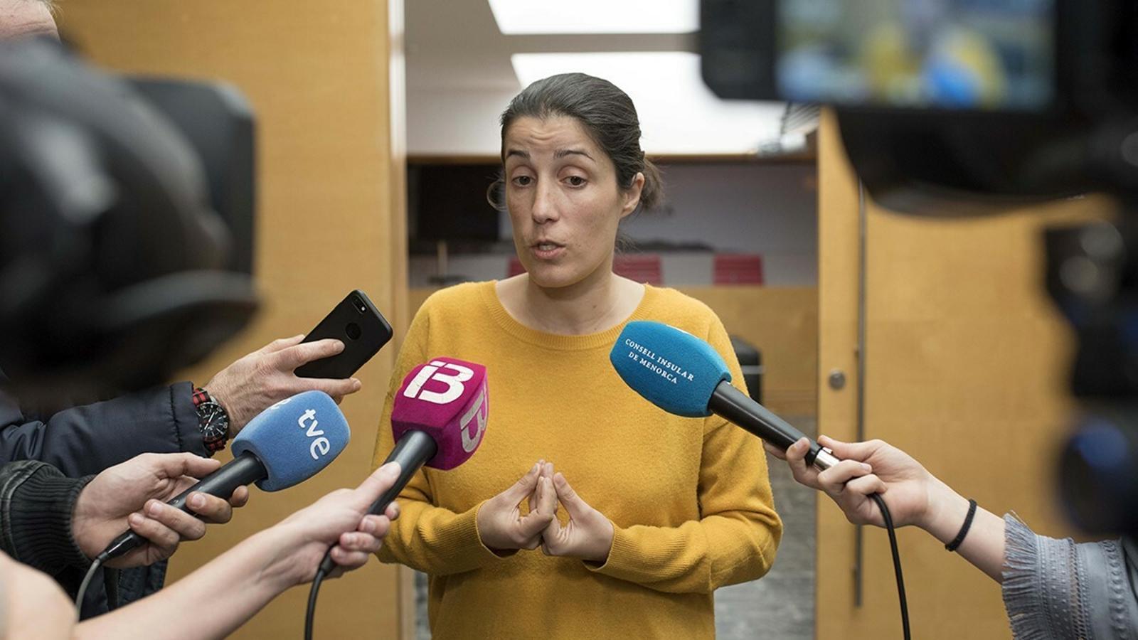 Bàrbara Torrent s'ha vist obligada a sortir a reconèixer que entre les víctimes de la trama de corrupció de menors hi havia adolescents tutelades pel Consell.