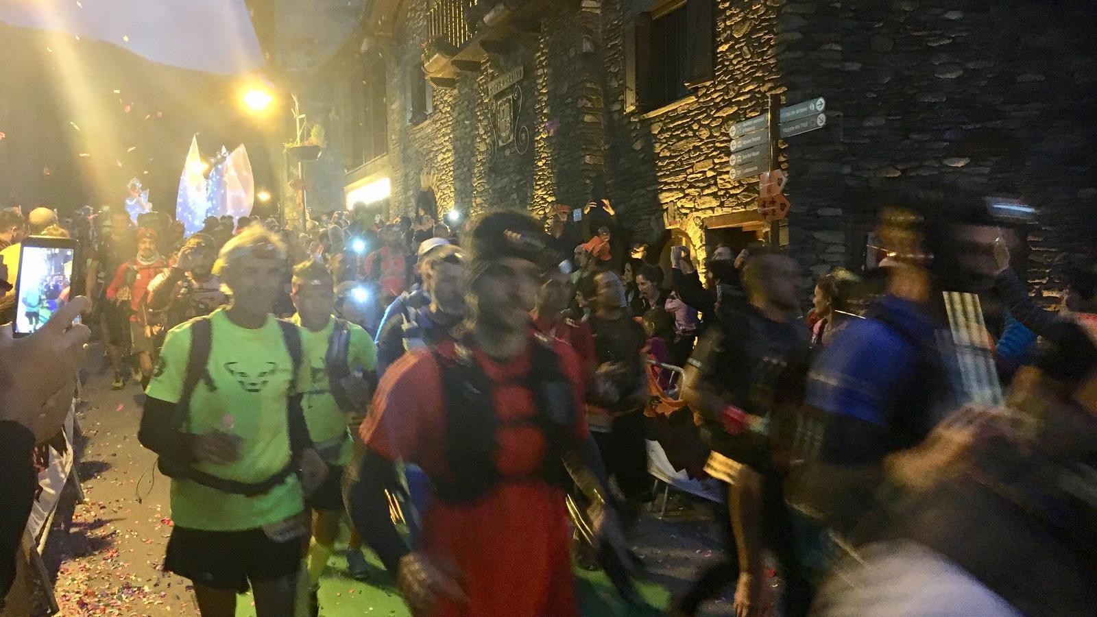 AUTV: Sortida de la cursa Mític, de 112 km i 9.700 m de desnivell