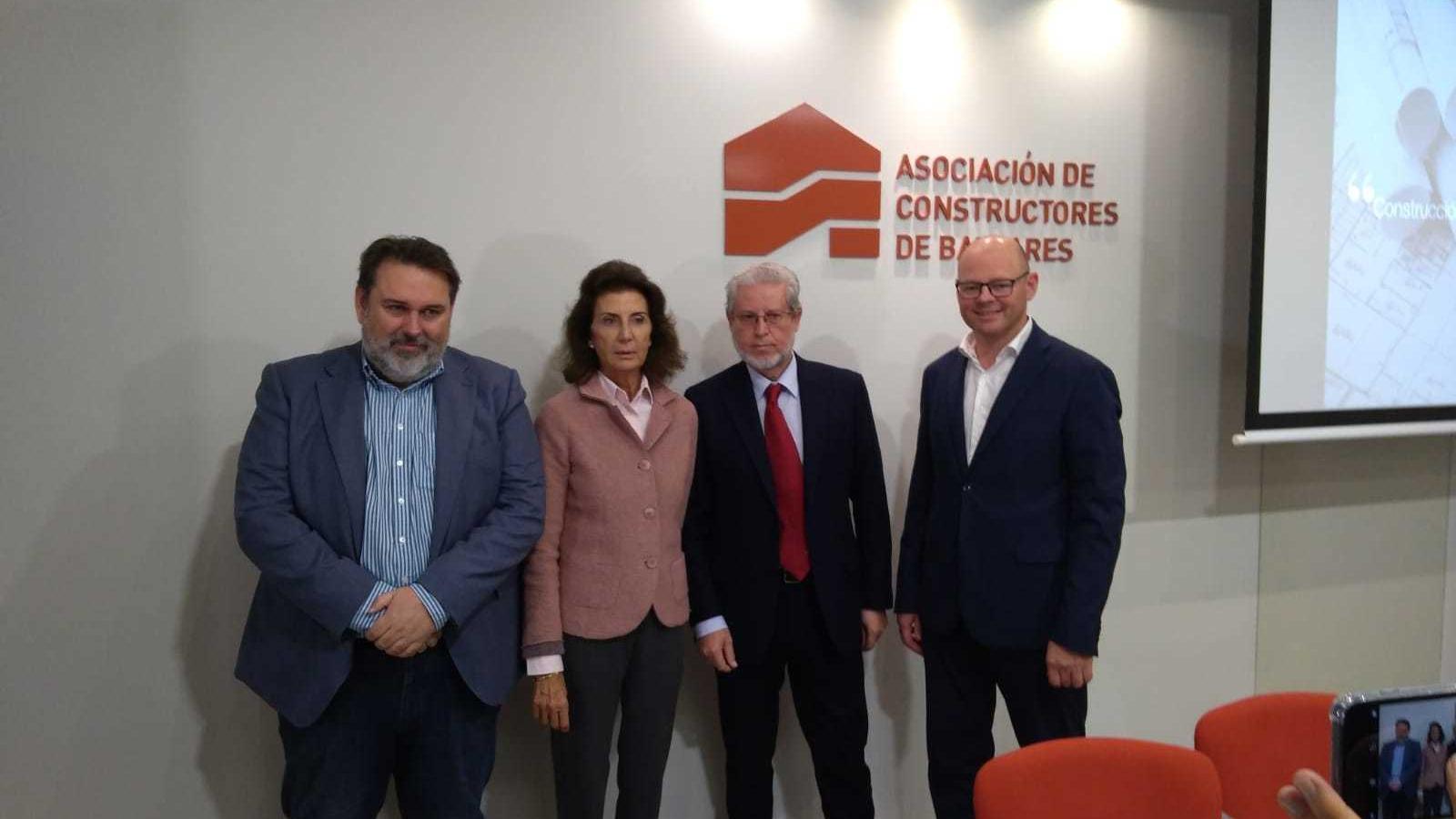 Eduardo Vila, Carmen Planas, Eduardo López i Antoni Riera, en la presentació de l'estudi.