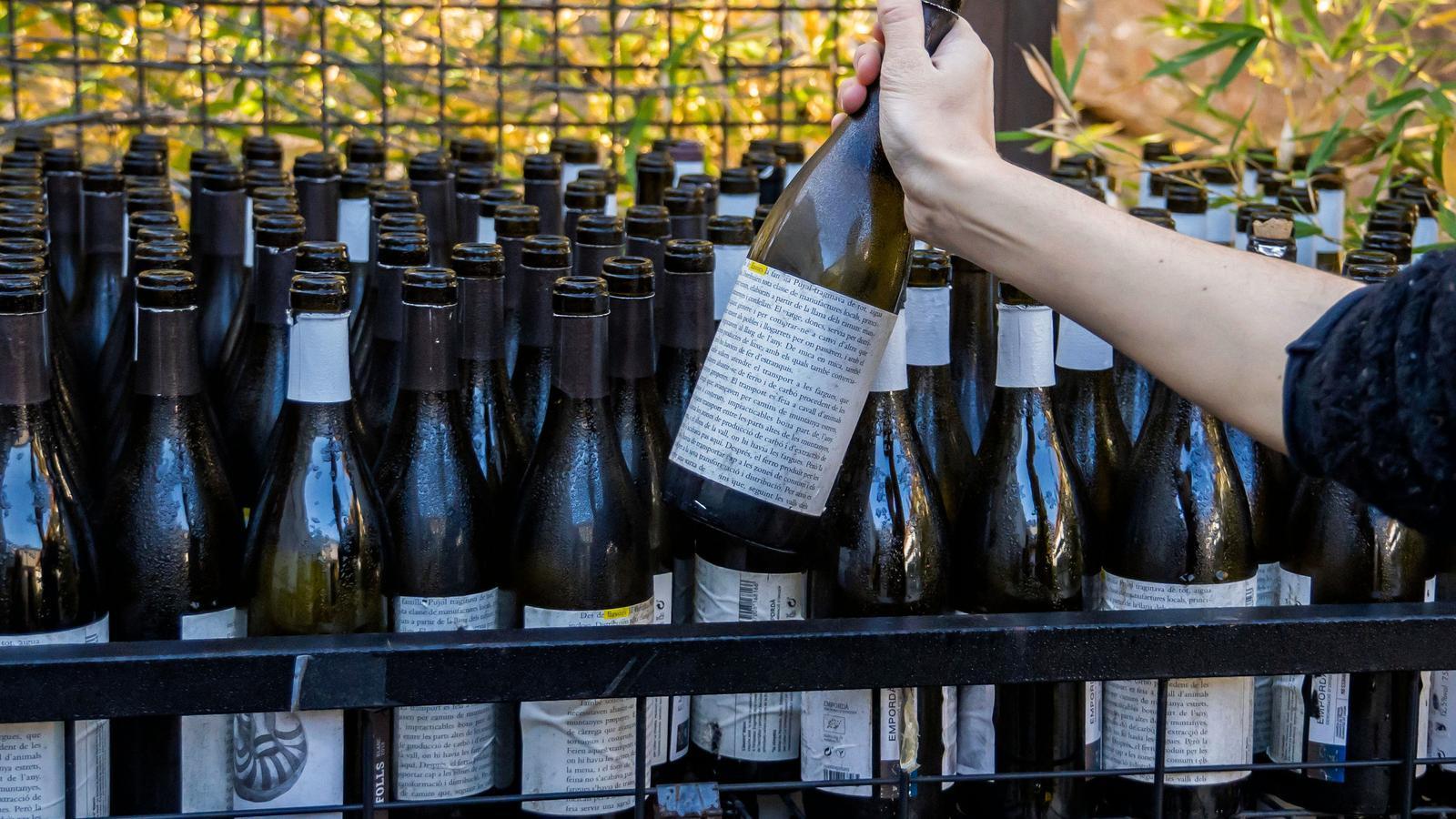 Algunes ampolles reutilitzades al Celler La Vinyeta, de la DO Empordà