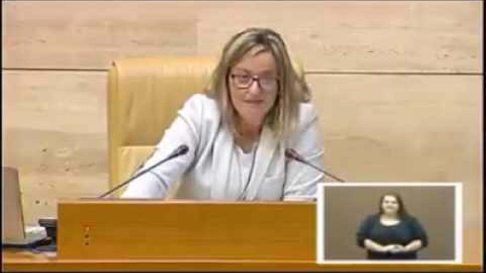 El ridícul de la presidenta del Parlament d'Extremadura