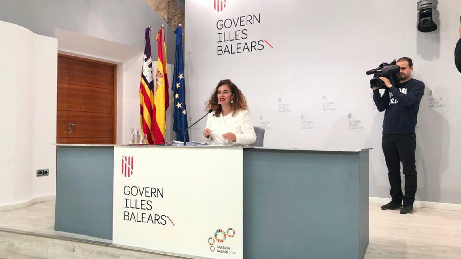 La consellera de Presidència, Pilar Costa, durant la roda de premsa posterior al Consell de Govern