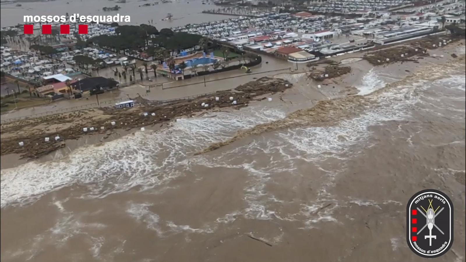 Imatges aèries de la desembocadura del riu Tordera, desbordat pel temporal 'Gloria'