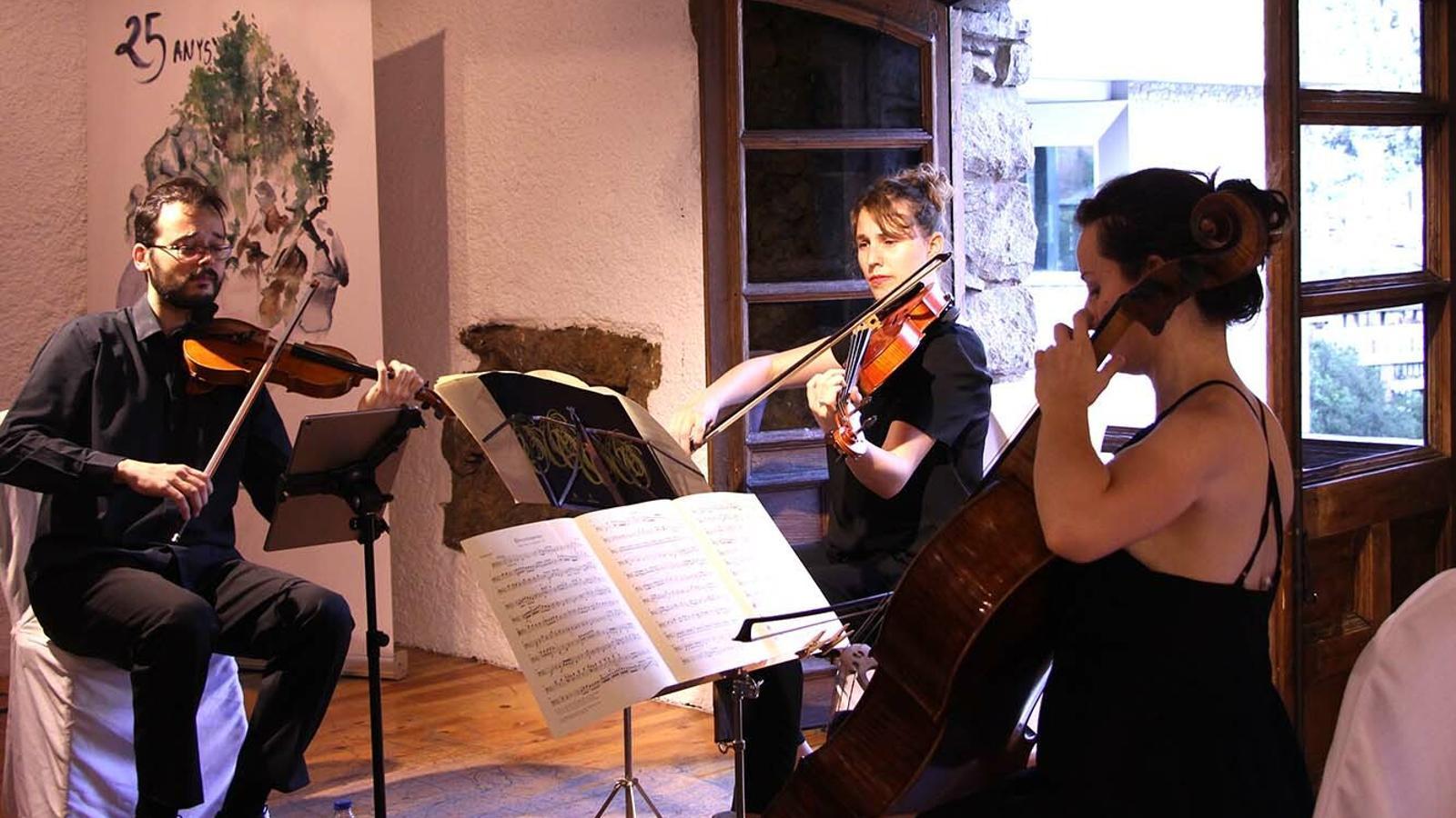 Un moment de l'actuació del Trio Goldberg, a Casa de la Vall. / M. F. (ANA)