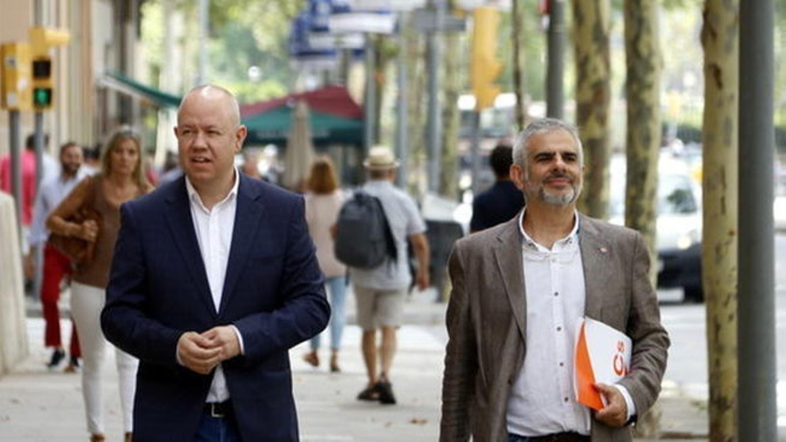 """Cs reclamarà als alcaldes la presència de la bandera espanyola """"a l'interior i l'exterior"""" dels ajuntaments"""