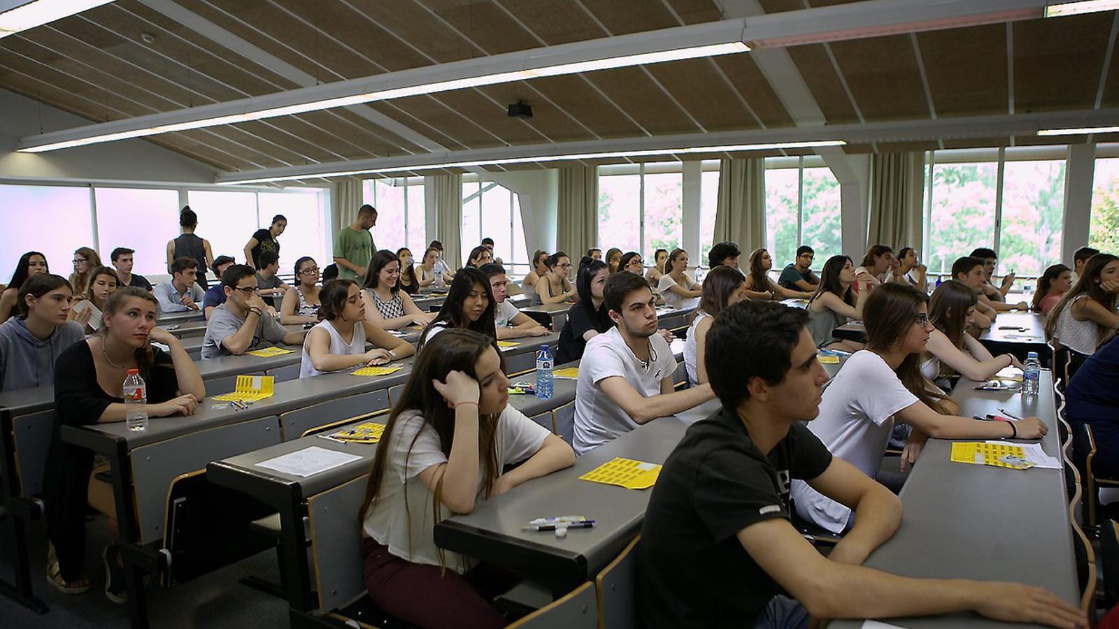 Els estudiants van fer ahir les últimes proves de les PAU.