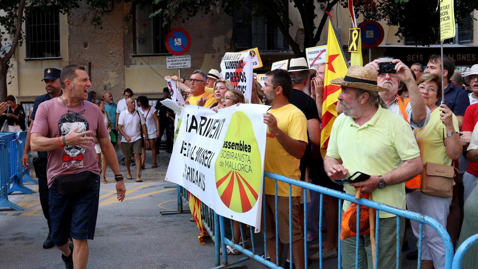 Imatge durant la concentració convocada per l'Assemblea Sobiranista de Mallorca./ ISMAEL VELÁZQUEZ