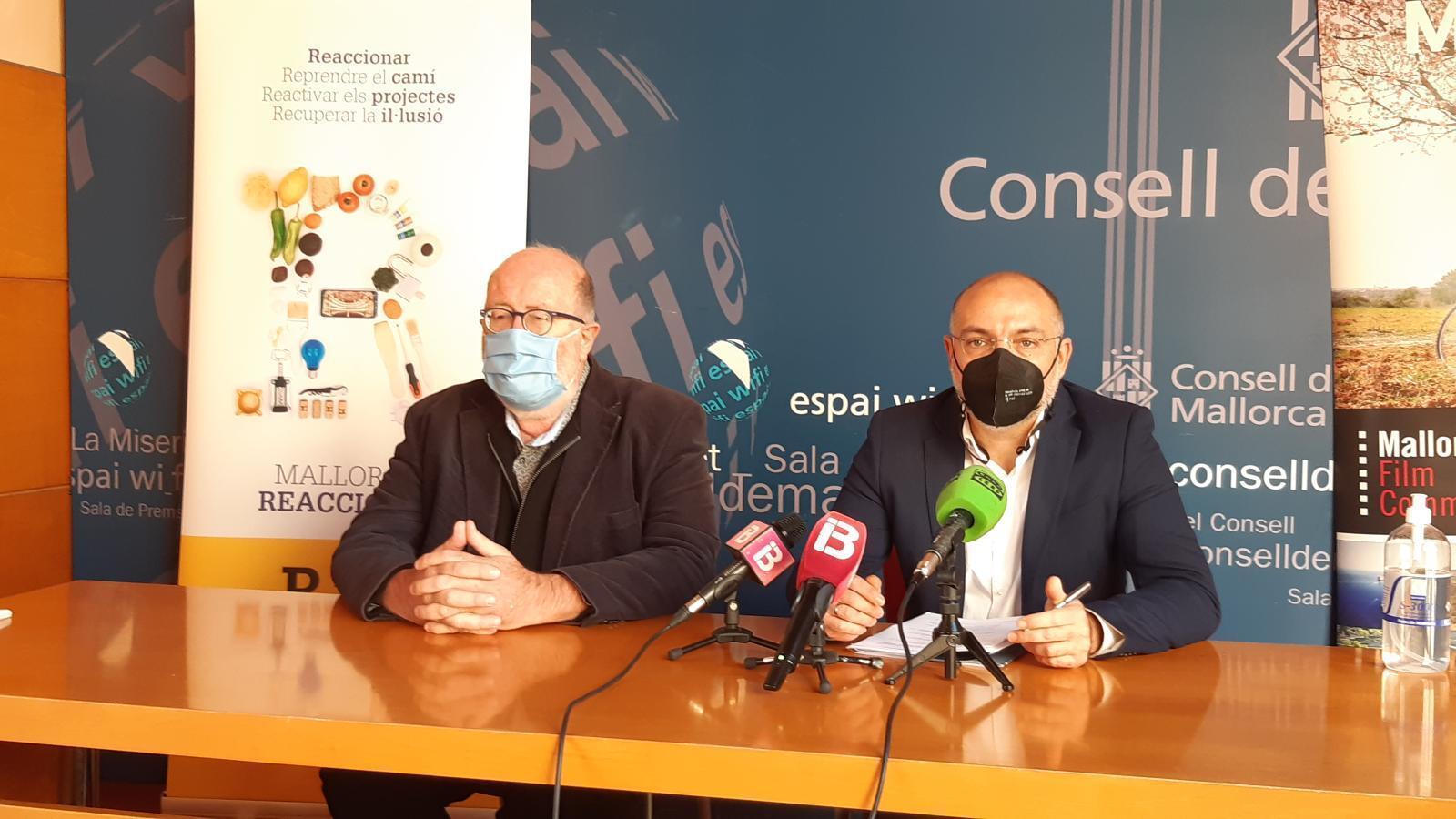 El conseller de Turisme i Esports, Andreu Serra, i el director de la MFC, Pedro Barbadillo, durant la presentació.