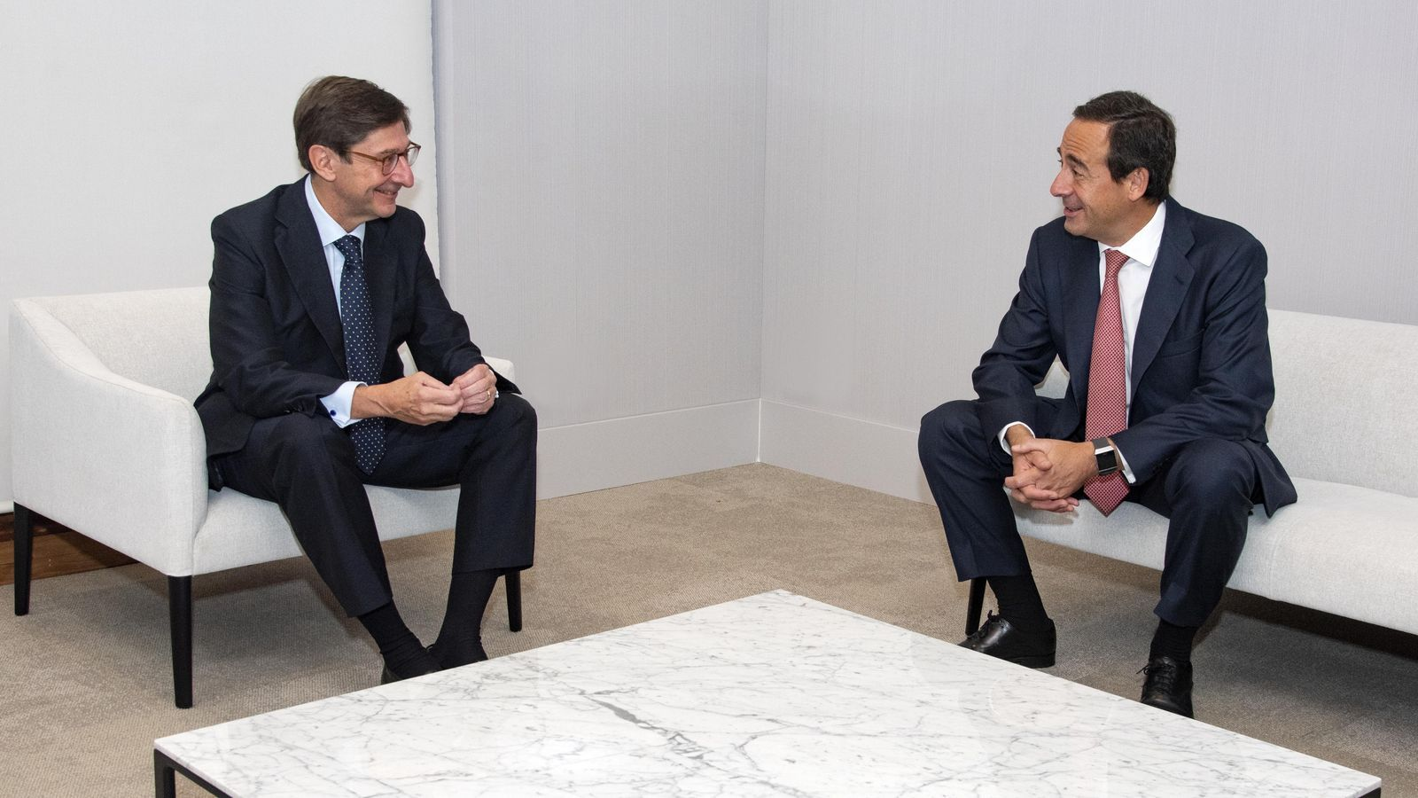José Ignacio Goirigolzarri i Gonzalo Gortázar en la presentació de la fusió entre Caixabank i Bankia