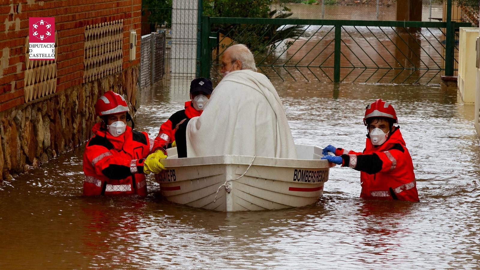 Bombers del Consorci de Castelló han hagut de rescatar alguns veïns de zones residencials de municipis de costa com Almassora