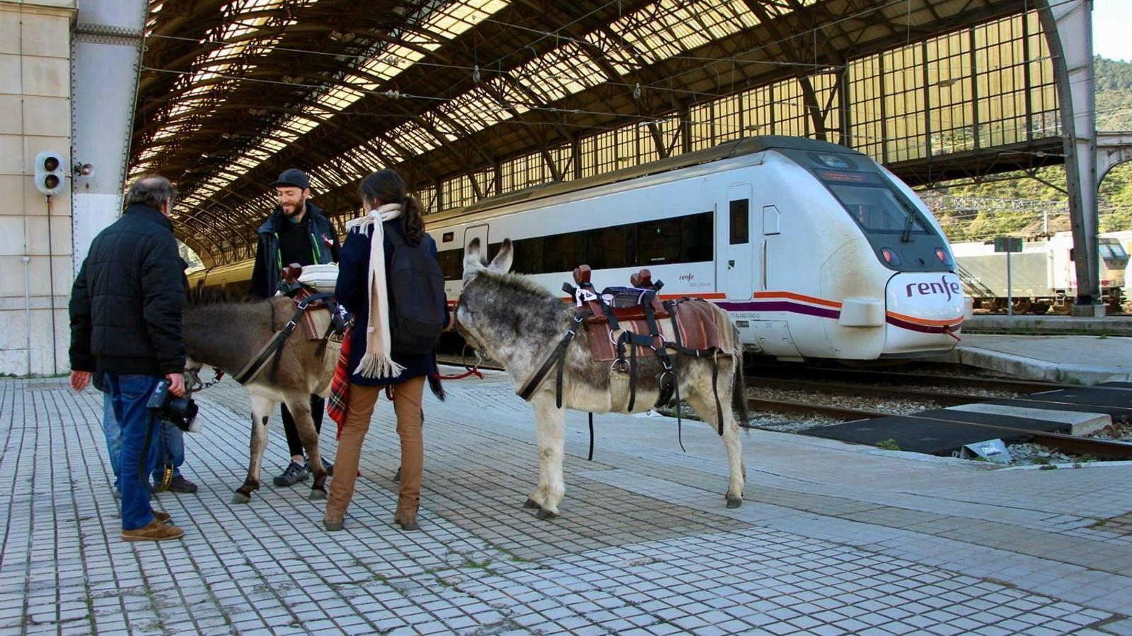 http://www.ara.cat/2017/03/02/comarquesgironines/territori-revolta-contra-desconnexions-ferroviaries_1751834814_39110118_1500x1001.jpg